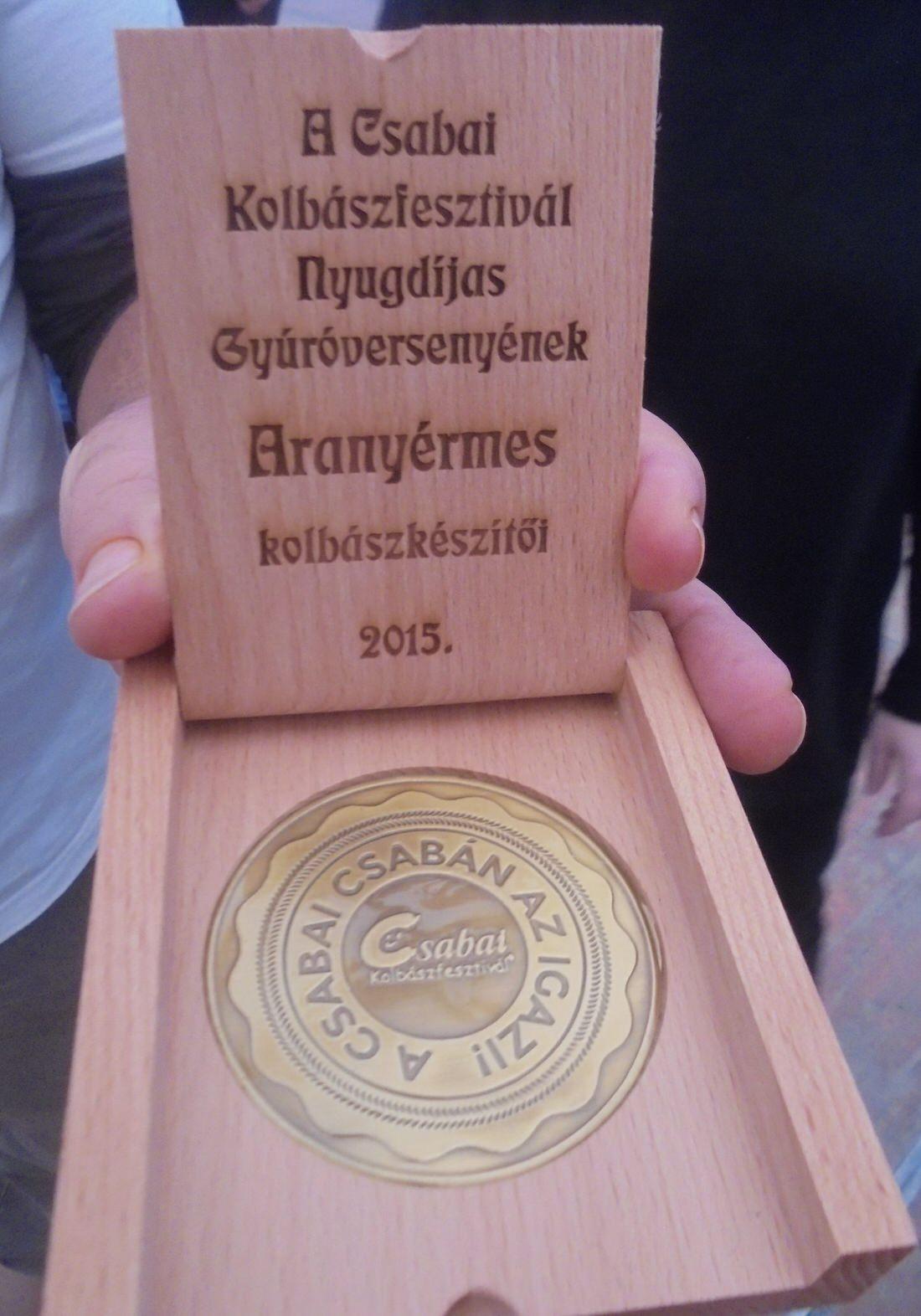A SINOSZ Békéscsabai Helyi Szervezet csapatának az elsőhelyezésért járó díja