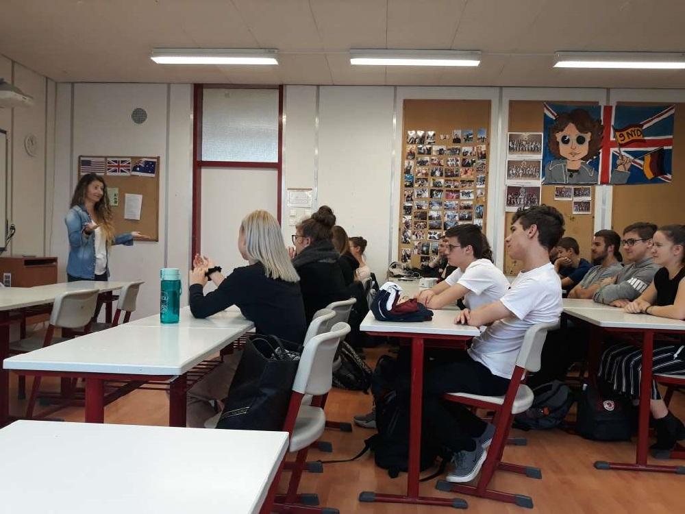 student paris társkereső)